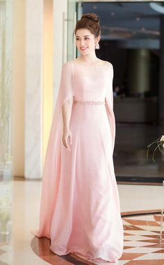 Party Wear Dresses, Event Dresses, Cute Fashion, Asian Fashion, Girls Fashion Clothes, Fashion Dresses, Stylish Kurtis Design, Satin Cami Dress, Bridesmaid Saree
