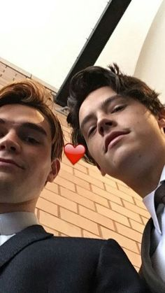 Find images and videos about riverdale, cole sprouse and kj apa on We Heart It - the app to get lost in what you love. Riverdale Funny, Riverdale Memes, Riverdale Cast, Archie Comics, Camila Mendes Riverdale, James Fitzgerald, Archie Jughead, Riverdale Aesthetic, Cole Sprouse Jughead