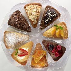 www.cornergp.com  MOLDE PORCIONES INDIVIDUALES. ¡La cantidad justa de tu pastel favorito listo para comer! Cake Portion se divide en 8 cómodas raciones individuales que se pueden personalizar con distintos ingredientes. Permite preparar a la vez pasteles de distintos sabores. 100% silicona platino. Antiadherente. Flexible. Fácil uso y desmoldaje.   Capacidad: 160 ml x 8. Alto 45, diámetro 245.