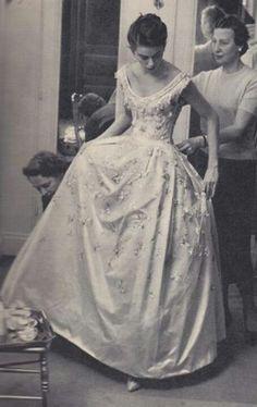 Vintage Wedding Gown by Dior 1958 Dior Vintage, Vintage Gowns, Vintage Couture, Vintage Mode, Vintage Bridal, Vintage Glamour, Vintage Fashion, Dress Vintage, Dior Wedding Dresses