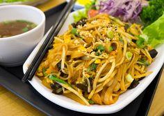 Para quem não curte os ensopados, há também variedade de massas de arroz salteadas como essa, com frutos do mar, vegetais e pimenta. No Pho.366