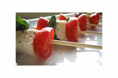 Skewered Insalata Caprese | Photo: Cynthia Furey Ingredients 12 ounces cherry tomatoes 8 ounces fresh mozzarella (preferably bocconcini) 10 basil leaves 1/4 cup extra virgin olive oil Salt and pepper, to taste Preparation 1Rinse and dry cherry tomatoes. Cut each tomato in half and place in a salad bowl. Slice bocconcini in half. If using a fresh mozzarella slab, []