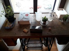 old sewing machine made into a table #hipster #roomideas #succulent