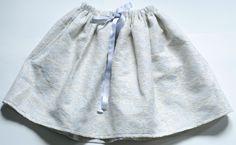 Jupe en Jacquard et lurexElastiquée à la taille avec un lien satin argenté100% cotonExiste en taille 2 à 12 ans et adulte (S-M-L)Disponible sous 3 à 4 semaines-------------------------------Skirt in Jacquard and Lurex with two interior pocketsElastic waist with silver satin link100% cottonExists in size 2 to 12 years and adult (S-M-L)Available in 3 to 4 weeks