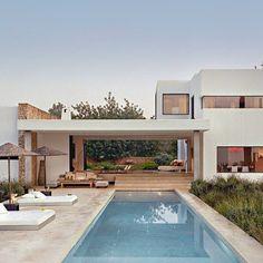 Casa Patro in Ibiza Spain JamesSilvermanPhoto Dream Home Design, Modern House Design, My Dream Home, Home Interior Design, Future House, Casas The Sims 4, Dream House Exterior, House Goals, Style At Home