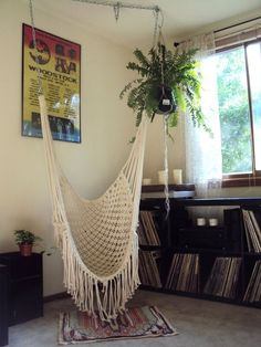 30 Lovely Macrame DIY Crafts Macrame is back and is very popular these days. If you are into crafting and creative diy stuff then this is something new and interesting to be done. Macrame Projects, Diy Projects, Macrame Chairs, Macrame Hanging Chair, Hanging Chairs, Diy Hammock, Hammocks, Hammock In Room, Crochet Hammock