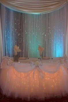 I love this, sweetheart table <3