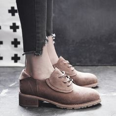 (32.85$)  Watch here - http://aif2s.worlditems.win/all/product.php?id=32792997266 - 2017 Spring Chunky Heel Flats Shoes Woman PU Flock Suede Retro British Style Ladies Loafer Lace Up Women Fashion Shoes 35-40