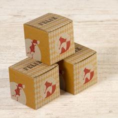 Doosje met vosje | Tadaaz #geel #oranje #ruitjes #vosje #eco #dieren #doopsuiker #kubus #doopsuikerdoosje