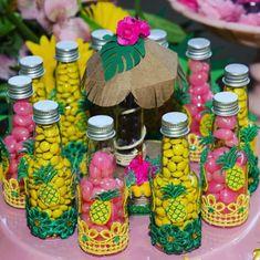 Festa Tropical: 110 ideias e tutoriais cheios de alegria e cores Hawaiian Birthday, Flamingo Birthday, Luau Birthday, Flamingo Party, Luau Theme Party, Aloha Party, Fiesta Party, 40th Birthday Decorations, 13th Birthday Parties