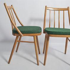 Krzesło z początku lat '60-'70, z wygodnym, szczebelkowym oparciem i grubym siedziskiem. #vintage #vintagefinds #vintageshop #forsale #design #midcentury #midcenturymodern