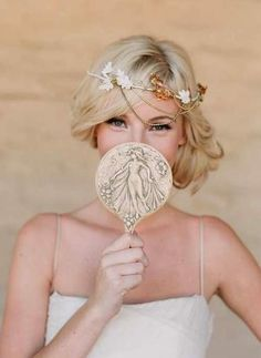 Totally cute wedding hairstyle!