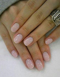 manucure couleur nude, ongles élégants en rose-nude