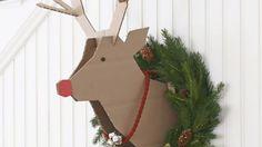 Vous avez envie de créer une tête de renne en carton DIY pour décorer votre mur pour Noël ? Découvrez comment faire avec le tuto du jour !