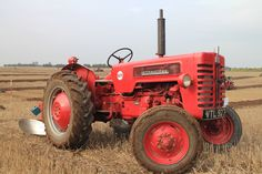 Saw this International B-275 tractor at the 34th Barton upon Humber & District Ploughing Tournament,Northwold Farm,Worlaby Top,Brigg,N.Lincs.