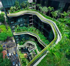 Parkroyal Hotel, Cingapura Esse hotel abriga 15 mil m² de jardins, incluindo todo o verde da área de lazer, ao redor e em volta do hotel, e algumas das paredes dos corredores, revestidas de plantas.