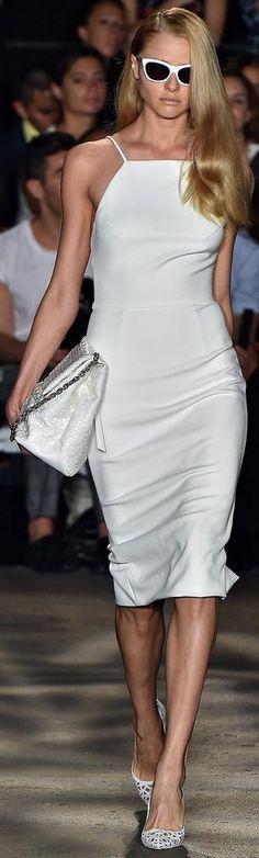 Christian Siriano Spring 2015 Ready-to-Wear Fashion Show White Fashion, Love Fashion, Runway Fashion, Fashion Show, Fashion Design, Fashion 2015, Fashion Spring, Fashion Art, Kids Fashion