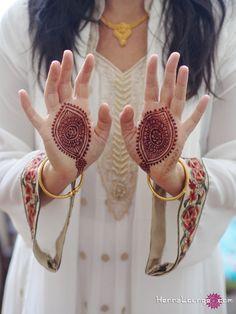 yoni hands