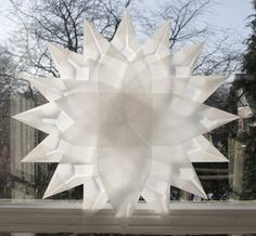 Idas Bloghaus: Basteln mit Kindern: Faltsterne aus Architektenpapier Christmas Crafts For Kids, Christmas Ornaments, Paper Snowflakes, Diy Crafts, Stars, Holiday, Projects, Home Decor, Party
