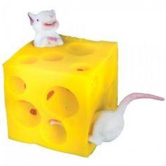 Rozciągliwy, żółty ser z mnóstwem dziurek i dwiema zwinnymi myszkami, które przeciskają się i znikają w środku. Zadaniem małych rączek jest przeciskanie myszek przez dziurki w serze - ćwiczenie to rozwija wyobraźnię i zdolności manualne. Atrakcyjna pomoc w terapii ręki i świetny pomysł na prezent.