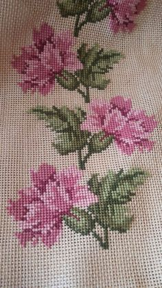 This Pin was discovered by KAA Cross Stitch Boarders, Cross Stitch Bird, Simple Cross Stitch, Beaded Cross Stitch, Cross Stitch Flowers, Cross Stitch Charts, Cross Stitch Designs, Cross Stitching, Cross Stitch Embroidery
