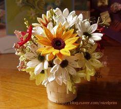 그동안 3mm 띠지로 꽃을 만들었는데 넘 투박하게 느껴져서 띠지를 반으로 갈라 꽃과 잎을 만들었다. 띠지 ...