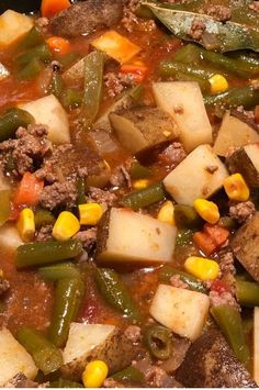Ground Beef Vegetable Soup Very good My husband who is afraid of vegetables ate this up fast Its very filling and has wonderful flavors Chowder Recipes, Easy Soup Recipes, Meat Recipes, Cooking Recipes, Healthy Recipes, Cooking Corn, Healthy Food, Vegetable Soup Crock Pot, Recipes