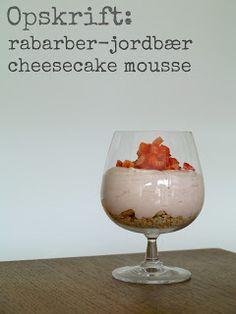 Opskrift: Rabarber-jordbær cheesecake mousse // mtotfls.dk