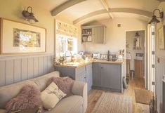 The Poachers Hut by The English Shepherds Hut Company. A fully inclusive Shepherd Hut with an en-suite bathroom and kitchen. Tyni House, Tiny House Living, Small Living, Shepherds Hut For Sale, Cottage Shabby Chic, Caravan Renovation, Tiny Spaces, Tiny House Design, House On Wheels
