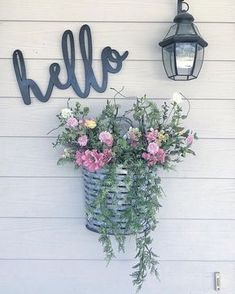 Friendlyporch accents to welcome visitors Best Front Door Flower Pots – The first is very important and also not only for people but as well as for things. Read Best Front Door Flower Pots Will Add Good First Impression Your House Farmhouse Front, Rustic Farmhouse, Farmhouse Style, Rustic Style, Modern Rustic, Rustic Decor, Rustic Bench, Farmhouse Ideas, Rustic Elegance