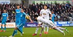Ki Sung-yueng heads home to equalise for Swansea City from a Kyle Naughton cross, as the Sunderland defence watches on