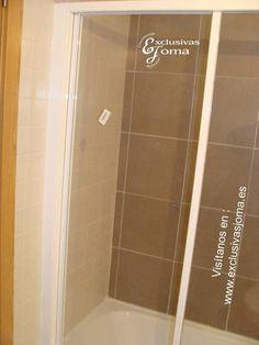 Instalación de mampara de bañera  2 hojas correderas y 1 hoja fija. Mampara de la firma Profiltek modelo EC-110 en cristal transparente y perfilería en blanco.Mampara instalada en la zona nueva de Tres cantos. Visitanos en : www.exclusivasjoma.es