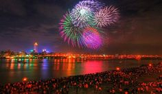 See the largest fireworks show in the world 4th Of July Fireworks, Fourth Of July, Fireworks Cake, Fireworks Photos, Fireworks Displays, Fireworks Festival, Diwali Festival, Fourth Grade, List Of National Days