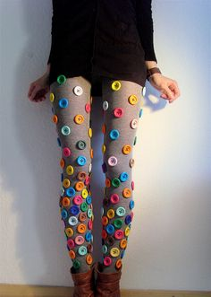 Buttons on sweater tights. Not crazy buttons like these, mind you, but buttons. On sweater tights! --- No, crazy buttons like these! Fashion Tights, Diy Fashion, Ideias Fashion, Fashion Fail, Funky Fashion, Autumn Fashion, Button Art, Button Crafts, Costume Carnaval