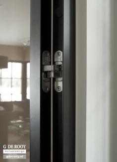 Exclusieve stalen deuren met verdekt scharnier in Aalsmeer | G. de Rooy Stalen binnendeuren Dekru iron framed doors taatsdeuren stalen deuren pivot deuren steel doors