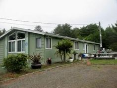 Depoe Bay, OR: This well-maintained manufactured home is located in the area known as Lincoln Beach, just 2 miles North of Depoe Bay. Located just off of Hwy 101, th...