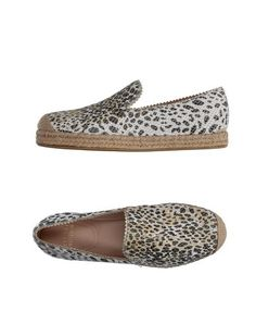 STUART WEITZMAN Espadrilles. #stuartweitzman #shoes #espadrilles