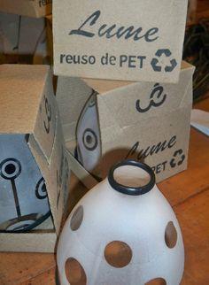 Lámparas hechas con botellas de plástica de Wé Aukán, diseño marplatense. Más info en el link:  http://www.alternativa-verde.com/2012/08/22/diseno-ecologico-we-aukan-lamparas-hechas-con-botellas-de-plastico/