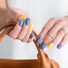 #LemonQuatrefoilJN and #NavyQuatrefoilJN are great wraps for #TBT. What will you pair with them?