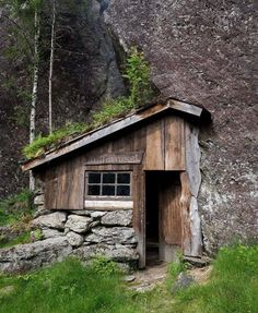 """Moldhuset (literally """"the earth/soil house""""), a mountain cabin in Vikedal, Vindafjord, Rogaland, Norway. Built by Ole Fatland."""