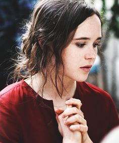 Ellen Page is a Deep/Dark Autumn | ColorAlmanac.com