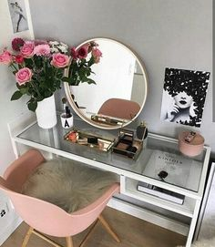 ► 17 DIY Vanity Mirror Ideas to Make Your Room More Beautiful – insp;interior design – Make-up - DIY Badezimmer Dekor Diy Vanity Mirror, Vanity Room, Vanity Ideas, Mirror Ideas, Vanity Set, Pink Mirror, Teen Vanity, Corner Vanity, Mirror Room
