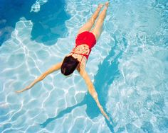 Haute Photographie: a New Photo Fair Takes over Rotterdam Underwater Swimming, Swimming Pool Photos, Girls Swimming, Swimming Pool Photography, Underwater Photography, Levitation Photography, Exposure Photography, Pool Picture, Picture Poses