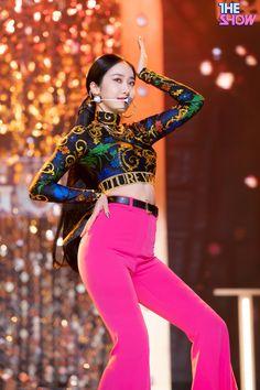 Kpop Girl Groups, Korean Girl Groups, Kpop Girls, Baby Jessica, Sinb Gfriend, Kpop Girl Bands, Korean Birthday, Cloud Dancer, G Friend