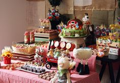 Beautiful farm dessert table << oh if only I had this idea for Rori's first birthday party! Well there's still lots of birthday parties to come for Rhett too (as Rori is all into princesses now, won't be having a barnyard party any time soon lol)