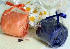 corbatas de color azul y naranja