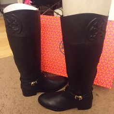 """NIB Tory Burch 