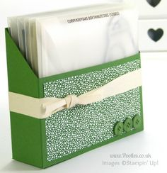 Large Thinlits Die Holder Tutorial from Stampin' Up! UK Demo Pootles Cardstock: 11 x 12″. Score at 4, 6 on the length and then 2, 9″ on the short side. Finish with a panel of DSP0 3.5 x 6.5″