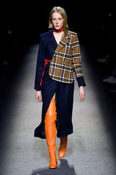 Jacquemus RTW Fall 2016 Fashion Week 2016, Fashion 2018, Fashion Outfits, Womens Fashion, Fashion News, Stiletto Boots, Long Boots, Fall 2016, Thigh High Boots