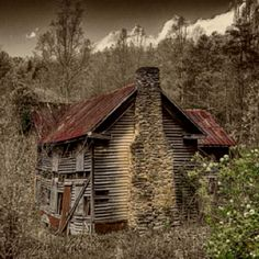 Lonely abandonment  East TN.  Don't you know this was a beautiful home once upon a time.